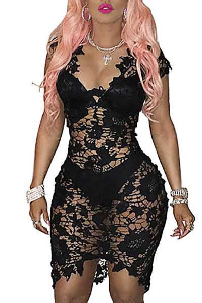 Сексуальная V шеи Cap рукава See-Through Black Lace Оболочка Длина колена платье